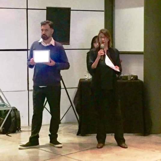 Claudia Porto and Roberto Magalhães, Oi Futuro director, launching ICOM COMCOL's e-book.